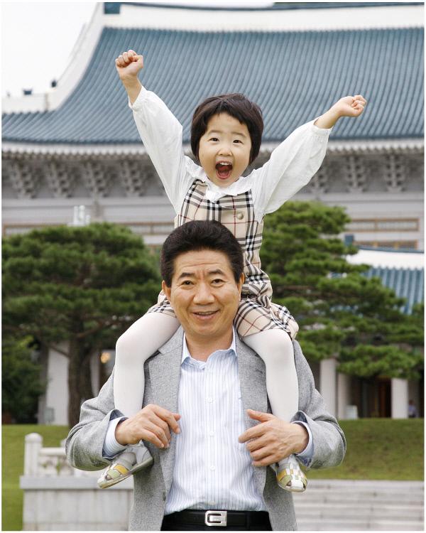 2007년9월13일 청와대에서 손녀와함께 ⓒ 장철영