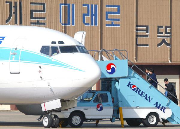2004년3월12일 탄핵가결후 공항에서 ⓒ 장철영