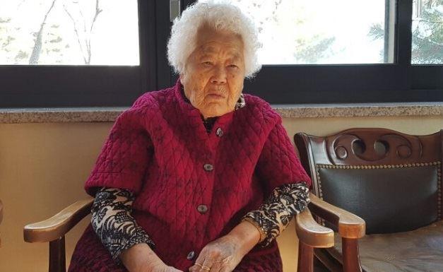 """지난 1일 경기 광주 나눔의 집에서 만난 이옥선 할머니는 """"피해자가 가해자의 사과를 받지 못한 것은 진정한 사과가 아니다""""며 정부의 한일 위안부 합의에 대해 반대했다. 김지현기자"""