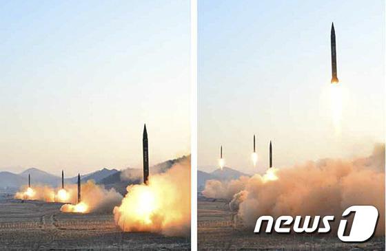 지난 6일 북한이 평안북도 동창리 일대에서 동해상으로 탄도미사일 4발을 발사하는 장면을 노동신문이 7일 공개했다.(노동신문)2017.3.7/뉴스1