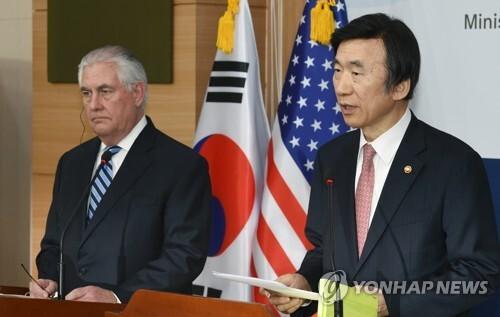윤병세 외교부 장관(오른쪽)과 렉스 틸러슨 미 국무장관 [연합뉴스 자료사진]