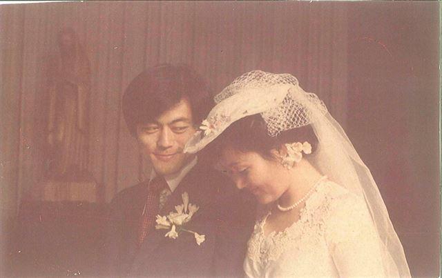 문재인 전 더불어민주당 대표와 부인 김정숙씨의 1981년 결혼식. 문재인 후보 캠프 제공
