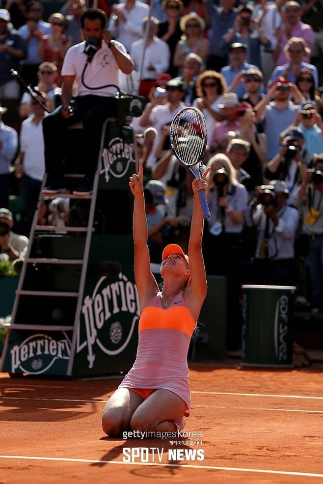 ▲ 2014년 롤랑가로 프랑스 오픈에서 우승한 뒤 감격하는 마리아 샤라포바 ⓒ GettyImages