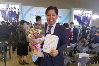 유호상 이노넷 대표가 '2017 과학·정보통신의 날' 행사에서 대통령 표창을 받고 기념 촬영 중이다/사진제공=이노넷