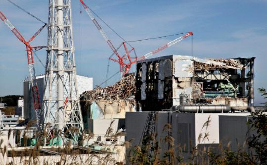 폭발로 원자로 건물이 파손된 후쿠시마 원전 4호기(오른쪽부터), 3호기, 2호기, 1호기. 후쿠시마 원전 사고로 방사선에 대한 우려가 높아지고 있다. /사진제공=니혼게이자이신문