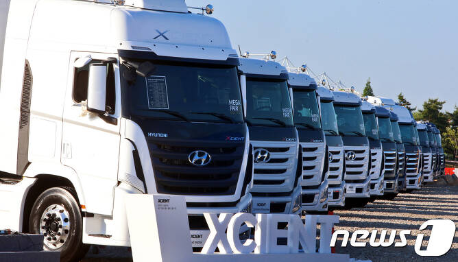 올 5월  경기도 고양시 현대 모터스튜디오 고양에서 열린 국내 최초의 상용차 박람회 '현대 트럭 & 버스 메가페어(Hyundai Truck & Bus Mega Fair)'에 엑시언트가 전시돼 있다./뉴스1