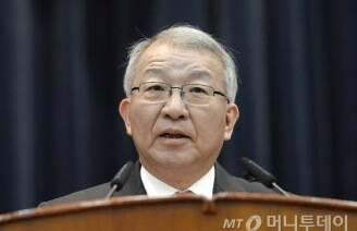 대법원장은 왜 '지금' 이정미 재판관 후임을 지명하나?'