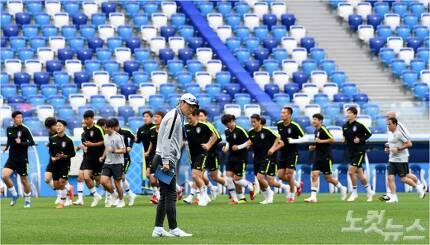 17일(현지시각) 러시아 니즈니노브고로드 스타디움에서 대한민국 축구대표팀이 공식 훈련을 하고 있다 (러시아=노컷뉴스 박종민 기자)
