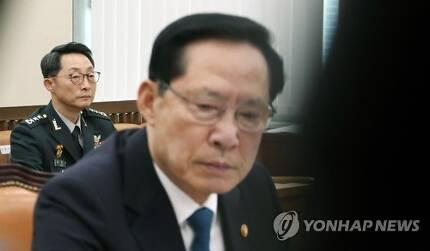 송영무 국방부 장관과 이석구 기무사령관 [연합뉴스 자료사진]