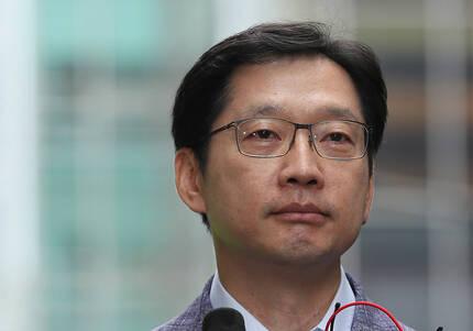 지난 6일 서울 서초동 특검 사무실에 출석한 김경수 경남도지사. 연합뉴스