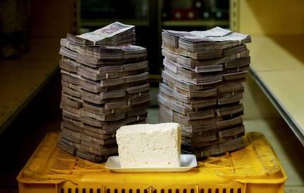 지난 20일은 국가 공휴일로 선포됐다. 인터넷 뱅킹도 몇 시간 중단됐고, 평가절하된 새 지폐가 발행됐다. 치즈 1㎏은 750만 볼리바르였다.