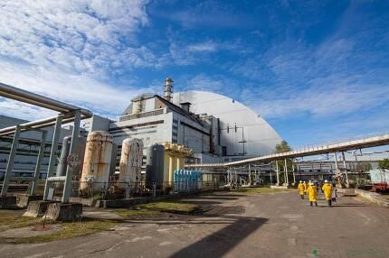 사고가 났던 원자로 4호기. 방사능 누출을 막기 위해 커다란 돔 구조물을 씌웠다. 솔라체르노빌 제공
