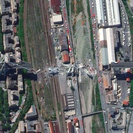 붕괴된 이탈리아 제노바 고속도로의 다리.