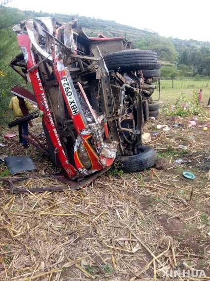 2018년10월 케냐 케리코 통근 버스 교통사고 사진으로당시 50명이 사망했다.    신화