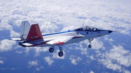 일본이 개발한 스텔스 기술실증기 X-2. 막대한 예산 문제로 사업 추진에 난관이 이어지고 있지만 일본 정부는 엔진, 스텔스 기술 등 차세대 항공기 기술을 직접 개발하는데 총력을 기울이고 있다. 일본 방위성 제공
