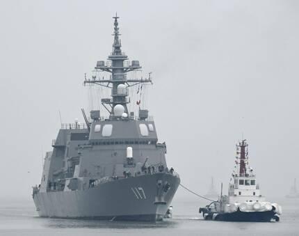 中국제관함식 참석 日호위함 칭다오 입항 (칭다오<중국> 교도=연합뉴스) 중국 칭다오(靑島) 앞바다에서 열리는 중국 해군 창설 70주년 기념 국제관함식에 참석하기 위해 21일 칭다오항에 입항하는 일본 호위함 '스즈쓰키'호.