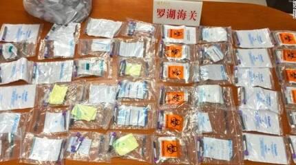 지난 2월 중국 선전에서 12세 중국 소녀가 홍콩으로 밀반출하려다 적발된 142개 임신부 혈액 샘플들. [사진 CNN 캡처]