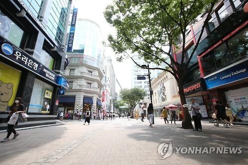 메르스 여파로 한산한 명동거리 (연합뉴스 자료사진)