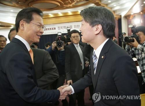 무소속 안철수 의원(오른쪽)과 천정배 의원 <<연합뉴스 자료사진>>
