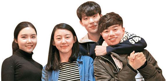 구글 ·중앙일보 대학생 기자팀 '젤리플' 멤버들. 왼쪽부터 박사연·김용식·박찬후·국범근씨.