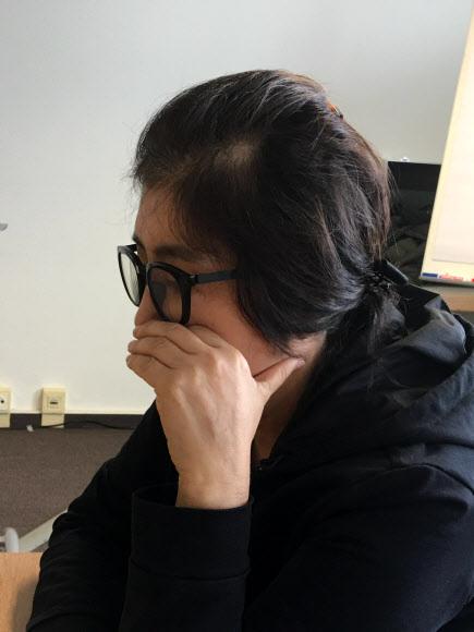 최순실 마트 갑질 - 최순실씨가 지난 26일 오후 독일 헤센주의 한 호텔에서 세계일보와 인터뷰를 하는 모습.연합뉴스