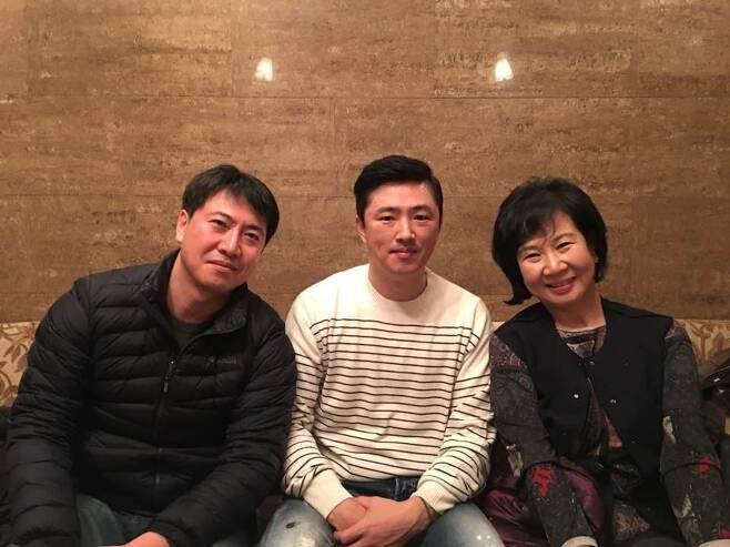손혜원 더불어민주당 의원(오른쪽)과 노승일(왼쪽), 고영태(가운데)씨. [사진=손혜원 의원 페이스북]
