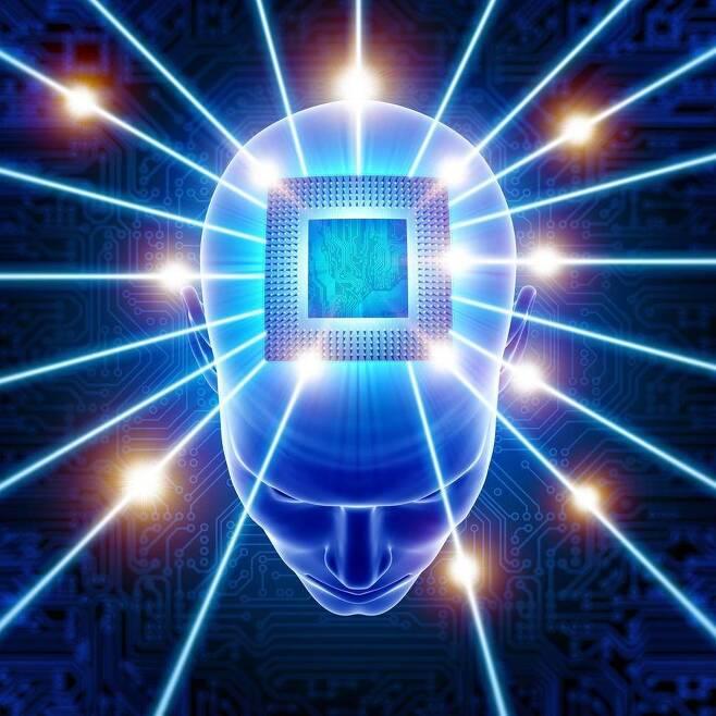 신경세포를 관장하는 칩을 뇌 속에 넣어 기억을 되살리거나 신체기능을 회복시키는 신경보철(브레인 임플란트) 연구가 활발하게 이뤄지고 있다. 미국에서는 쥐와 원숭이를 대상으로 한 실험이 성공적으로 이뤄졌다. 게티이미지뱅크