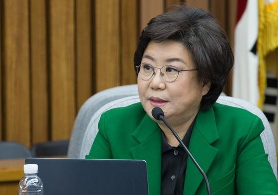 이혜훈 새누리당 의원이 지난 26일 '최순실 구치소 청문회'에서 겪은 일을 공개했다. 사진은 이 의원이 청문회에서 질의하는 모습. /사진=뉴스1