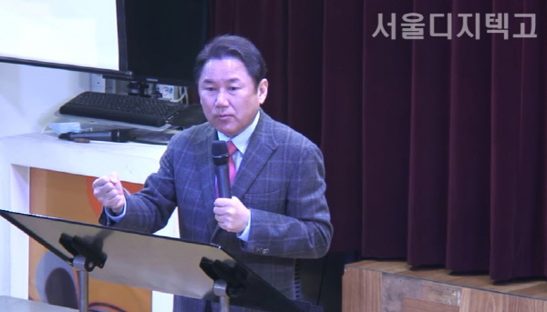 탄핵정국에 대한 곽일천 교장과 학생들의 토론회 영상 캡처