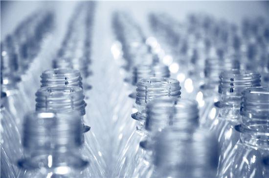 플라스틱은 정말 우리가 우려하는 것만큼 위험한 물질일까? 사진 = 게티이미지