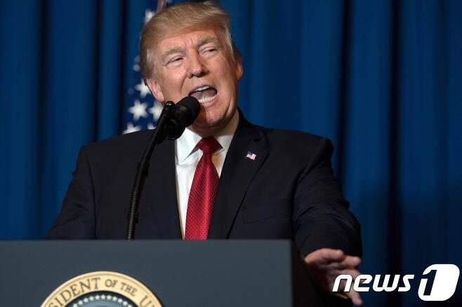 6일(현지시간) 플로리다서 기자회견 나선 도널드 트럼프 미국 대통령 © AFP=뉴스1