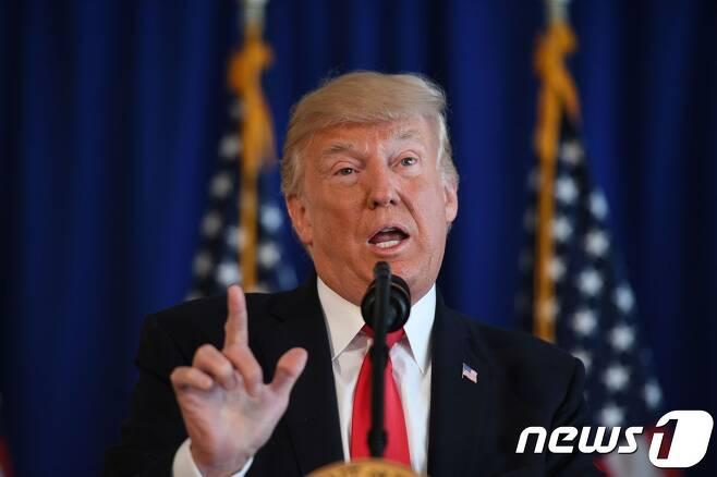 """도널드 트럼프 미국 대통령은 12일(현지시간) 버지니아주 네오나치 대규모 시위 사태를 """"가장 강력한 언어로 규탄한다""""고 밝혔다. © AFP=뉴스1"""