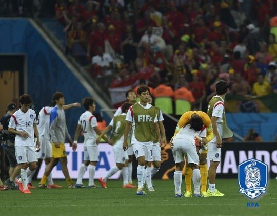 2014년 브라질 월드컵 조별리그 마지막 경기에서 벨기에에 패한 뒤 고개 숙인 선수들. 대한축구협회 제공