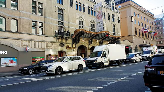 차량이 오가는 스웨덴 거리 모습. 한국과 스웨덴은 운전면허를 상호 인정하지 않고 있다. © 사진=이석원 제공