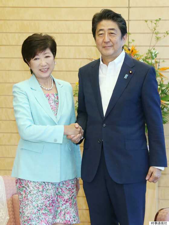 고이케 유리코 도쿄도지사는 아베 신조 총리보다 극우 성향이 더 강한 것으로 평가받고 있다. [사진 지지통신]