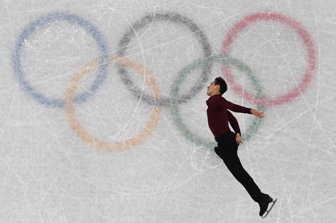 캐나다 남자싱글 대표 패트릭 챈이 12일 오전 강원도 강릉 아이스아레나에서 경기하고   있다. /AFPBBNews=뉴스1