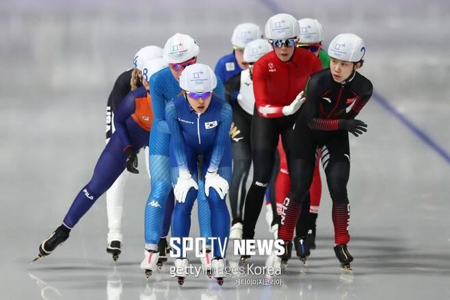 ▲ 2018년 평창 동계 올림픽 스피드스케이팅 매스스타트 여자 경기를 펼치고 있는 김보름(가운데) ⓒ GettyIimages