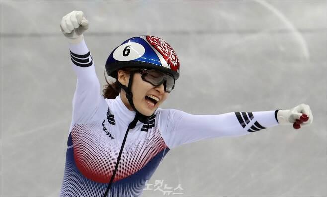 2018 국제빙상경기연맹 쇼트트랙 세계선수궈내회 여자 1500m 정상에 오른 최민정.(자료사진=이한형 기자)