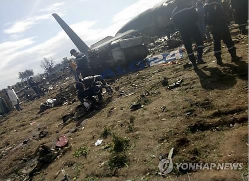 알제리 군용 수송기 추락 사고 현장 (카이로 AP=연합뉴스)