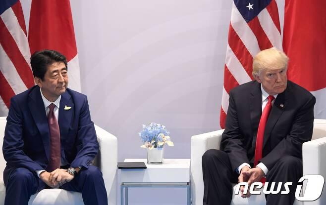아베 신조 일본 총리와 도널드 트럼프 미국 대통령. © AFP=뉴스1