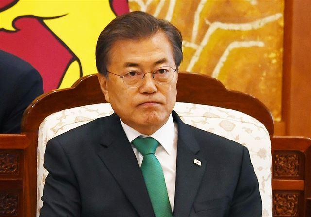 북한이 탄도미사일을 발사한 2017년 11월 29일 문재인 대통령이  한-스리랑카 정상회담을 기다리며 심각한 표정을 짓고 있다.고영권기자