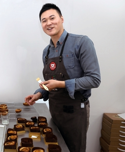 지역 명물 '장보고빵'을 개발한 조홍주 달스윗 대표(34) ⓒ완도신문