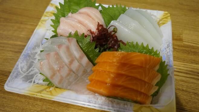 일본 마트의 생선회 모둠 ⓒ이동규
