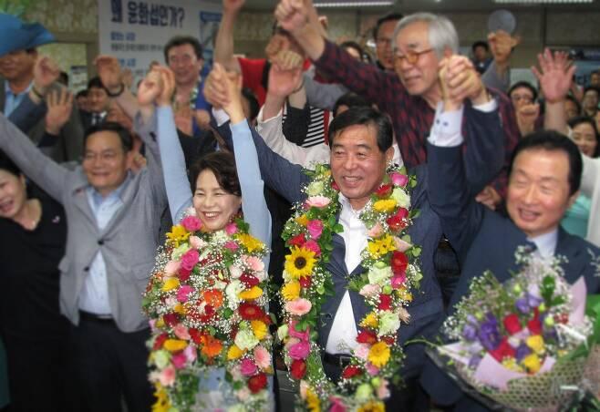 6.13 지방선거 안산시장에 당선된 더불어민주당 윤화섭 후보 ⓒ성하훈