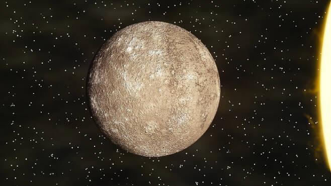 태양에서 가장 가까운 행성인 수성이다. 수성은 태양을 공전한다. 태양과 가장 가까워지는 근일점은 매년 달라진다. 일반상대성이론을 이용해 계산해보면 정확한 예측값을 얻을 수 있어 아인슈타인의 생각이 옳았음이 증명됐다.