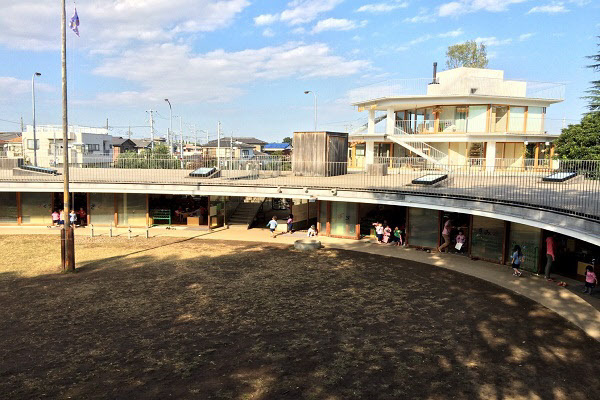 일본 도쿄 후지유치원. 건축가 테즈카 타카하루는 '하나의 마을을 만든다'라는 생각으로 도넛 모양의 유치원을 설계했다. /와이그룹 제공