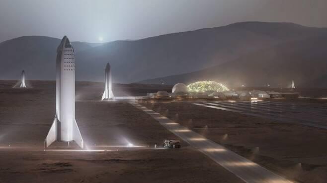 스페이스X의 차세대 초대형 재사용 로켓 '빅 팰컨 헤비로켓(BFR)' 우주왕복선(BFS)이 화성에 착륙한 모습의 상상도. 화성 임무에서 BFR은 화성에 착륙해 물, 이산화탄소 등 현지 자원을 이용해 연료(메탄, 산소)를 보충한 뒤 지구로 복귀하게 된다. - 스페이스X