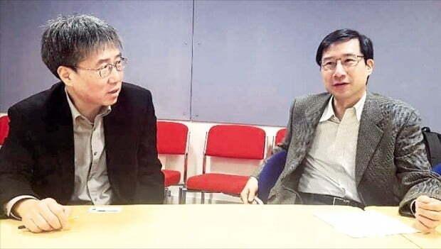 장하준 케임브리지대 경제학과 교수(왼쪽)와 장하석 케임브리지대 과학철학 석좌교수는 한국 경제와 과학이 정치 논리에 휘둘리고 있다고 한목소리로 우려했다.  /정인설  특파원