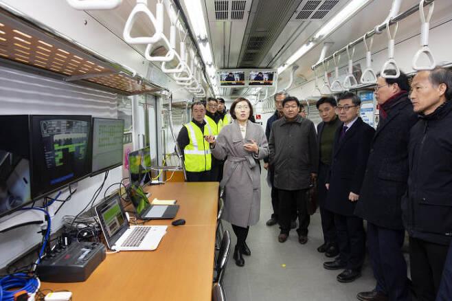 한국철도기술연구원이 지난 10일 서울교통공사 3호선 전동차를 대상으로 시행한 기술검증 시연회를 가졌다.