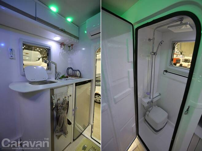 (좌) 세련된 라운드형 구조의 싱크대와 냉장고 /(우) 해바라기 샤워기와 휴대용 포타포티 변기